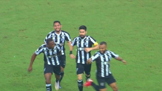 Torcedor do Inter, Ricardinho tira onda após marcar gol contra o Grêmio na vitória do Ceará