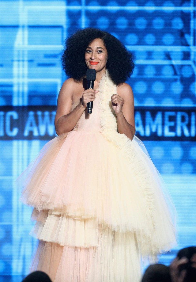 Tracee Ellis Ross veste Off-White no AMA Awards (Foto: Getty Images)