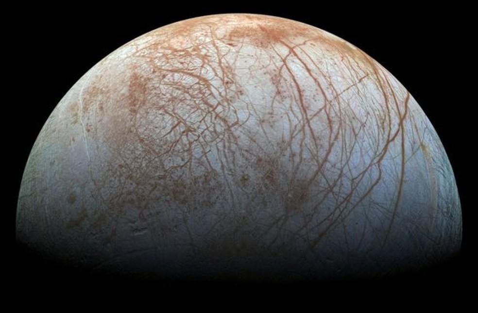 Europa tem um vasto oceano debaixo de sua camada de gelo — Foto: Divulgação/ Nasa/JPL-Caltech/Seti Institute