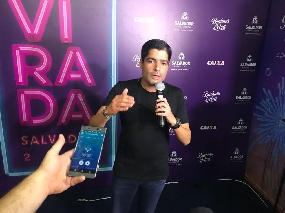 Prefeito de Salvador durante entrevista coletiva em meio à programação do Festival da Virada (Foto: Alan Tiago Alves/G1)