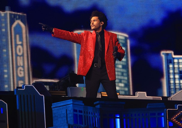 TAMPA, FLORIDA - FEBRUARY 07: The Weeknd performs during the Pepsi Super Bowl LV Halftime Show at Raymond James Stadium on February 07, 2021 in Tampa, Florida. (Photo by Mike Ehrmann/Getty Images) (Foto: Getty Images)
