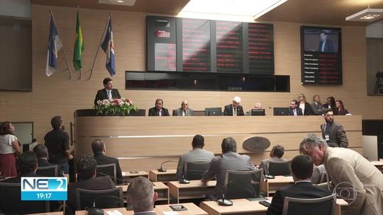 Câmara Municipal do Recife retoma atividades e quatro novos vereadores têm posse adiada
