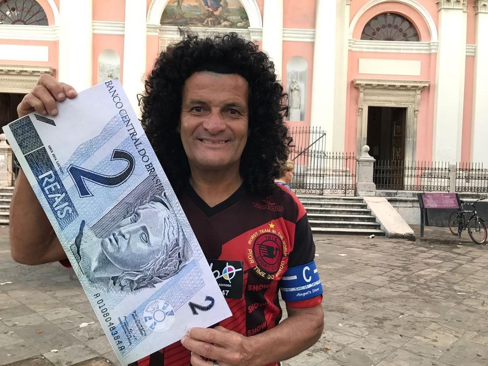 Mauro Shampoo é o garoto propagando do time e da campanha (Foto: Tiago Medeiros)