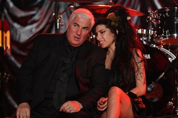 Mitch Winehouse ao lado de sua filha, Amy Winehouse em foto de 2008 (Foto: Getty Images)