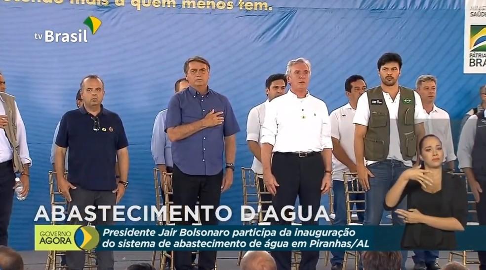 Presidente Jair Bolsonaro ao lado do senador Fernando Collor (PROS) em evento no município de Piranhas, Sertão de Alagoas — Foto: Reprodução/TV Brasil