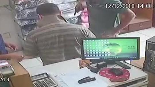 Bispo de Sobral é assaltado por homem armado em loja da cidade