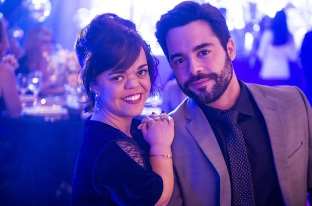 Juliana Caldas e Pedro Carvalho são Estela e Amaro em 'O outro lado do paraíso' (Foto:  Globo/Raquel Cunha)