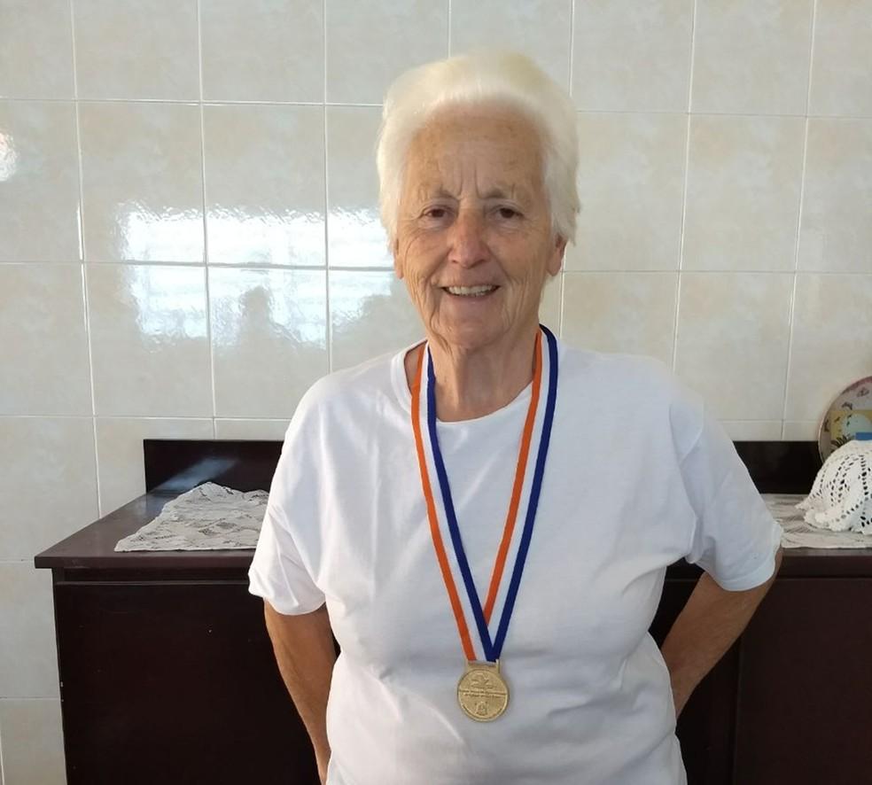 A moradora de Itararé começou a jogar truco há mais de 50 anos (Foto: Arquivo Pessoal/Teresa Weiss)