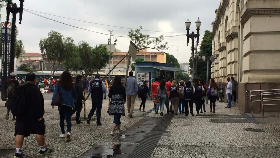 Comissão Interamericana de Direitos Humanos (CIDH) caminha pela Cracolândia, em São Paulo — Foto: Gessyca Rocha/G1
