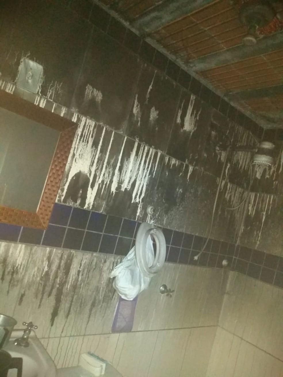 Criminoso ateia fogo na casa de ex-companheira após termino de relacionamento em SP — Foto: G1 Santos