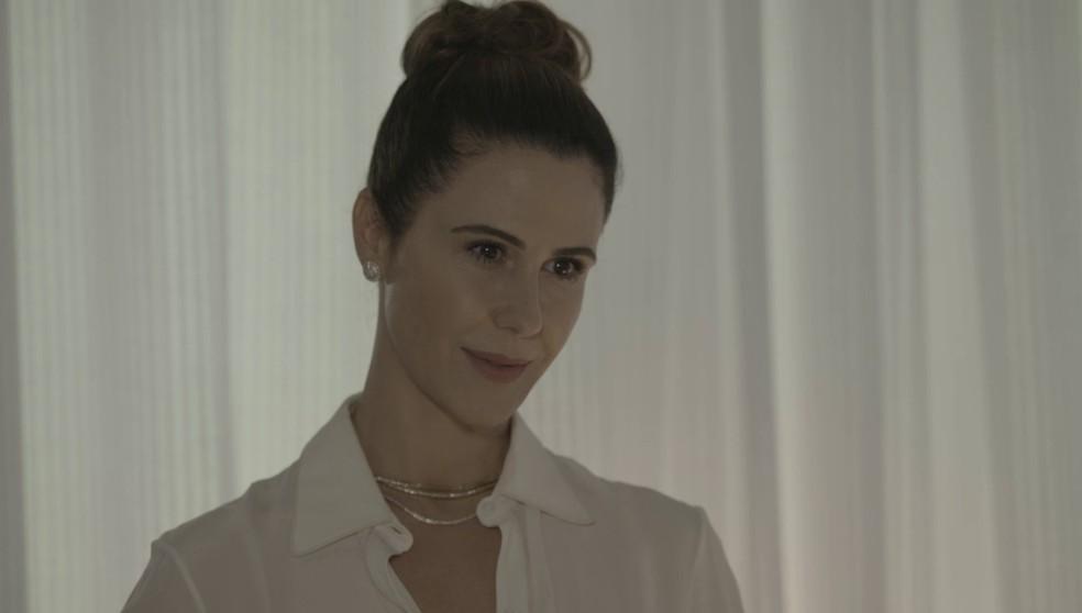 Dominique (Guilhermina Guinle) que negociar com Vitório (Aílton Graça) em 'Salve-se Quem Puder' — Foto: Globo