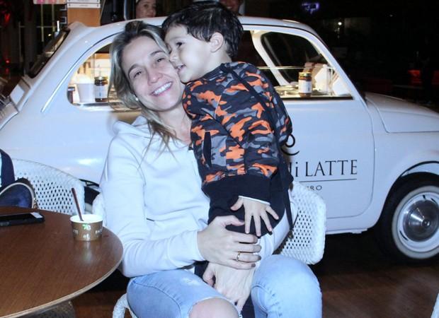 Fernanda Gentil e o filho, Gabriel (Foto: J. Humberto/AgNews)