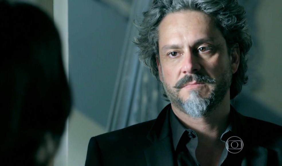 José Alfredo (Alexandre Nero) revela a Cora (Marjorie Estiano) que ela caiu em uma cilada - 'Império' — Foto: Globo