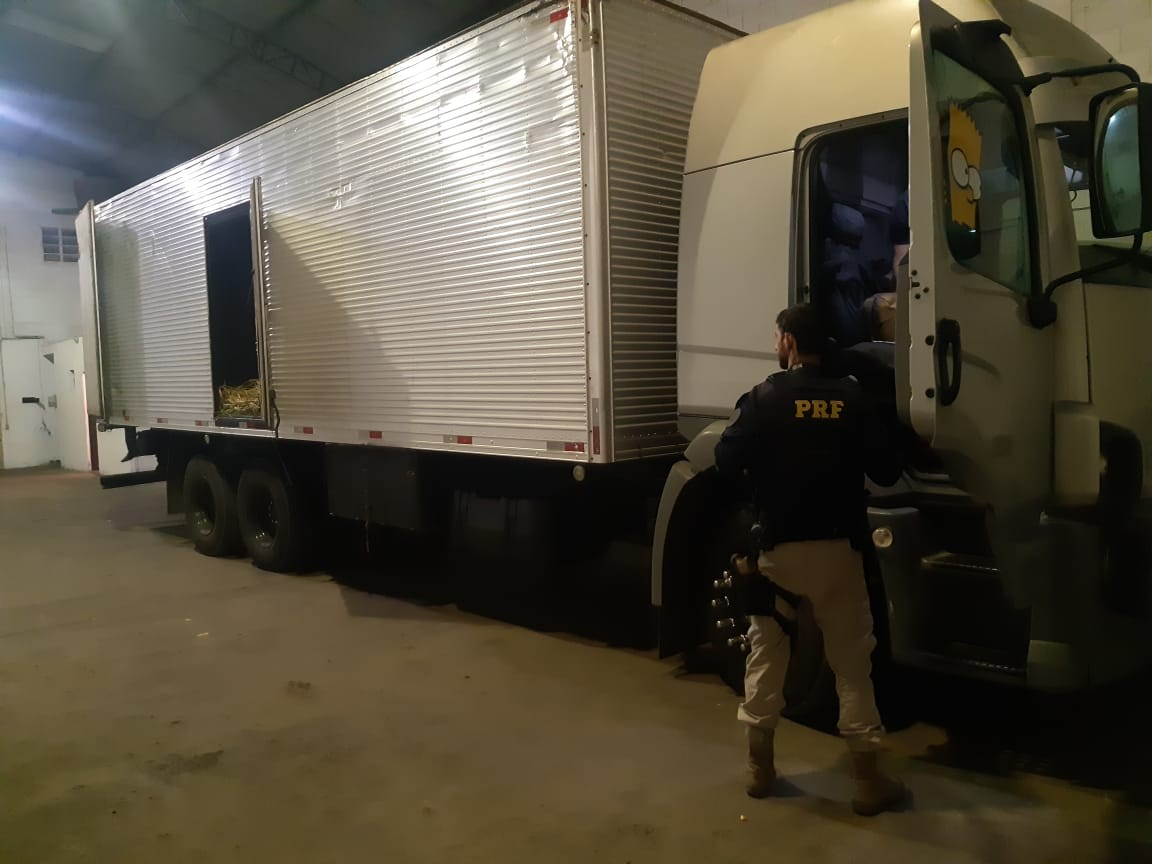 Motorista que teve o caminhão roubado consegue o veículo de volta no mesmo dia, após ação da PRF na Grande BH