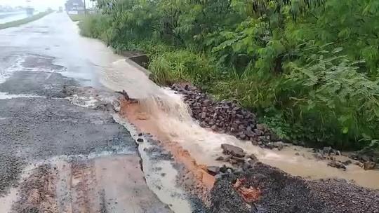 Período de chuvas segue causando danos na BR-364 e deixa motoristas em alerta