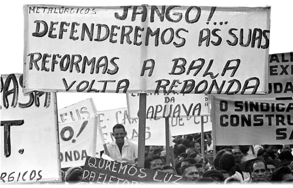 Comício das Reformas, em 13 de março de 1964 — Foto: Domicio Pinheiro/Estadão Conteúdo