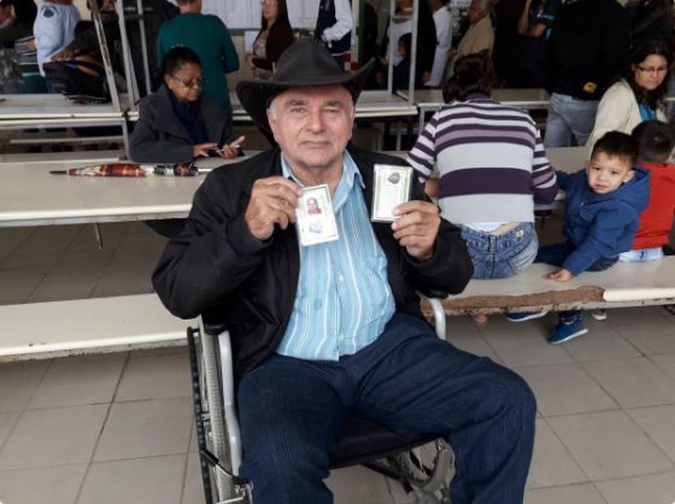 Antônio Prado entende que o voto é uma obrigação de todos — Foto: Robson Boamorte/G1