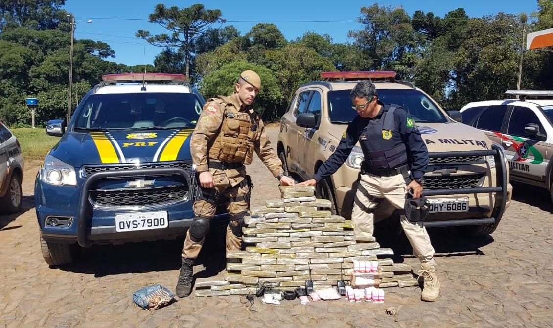 Polícia prende quatro suspeitos com carga de maconha e ecstasy dentro de carro roubado no Oeste de SC