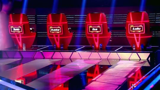 Técnicos ensinam IZA a virar a cadeira do 'The Voice Brasil'