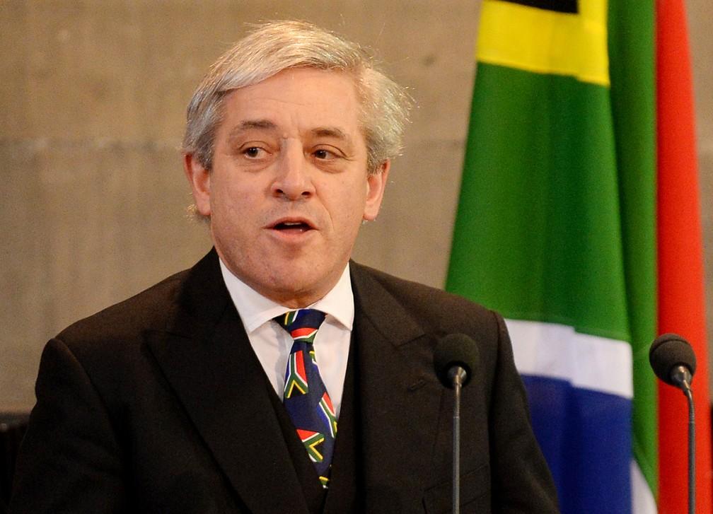 As gravatas de John Bercow chamam a atenção. Em uma homenagem ao sul-africano Nelson Mandela, o presidente da Câmara dos Comuns usou uma gravata com bandeiras da África do Sul estampadas — Foto: Stefan Rousseau/Pool/AFP/Arquivo