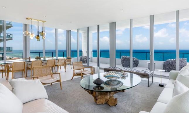 A sala da cobertura que Mário Garnero colocou à venda em Miami