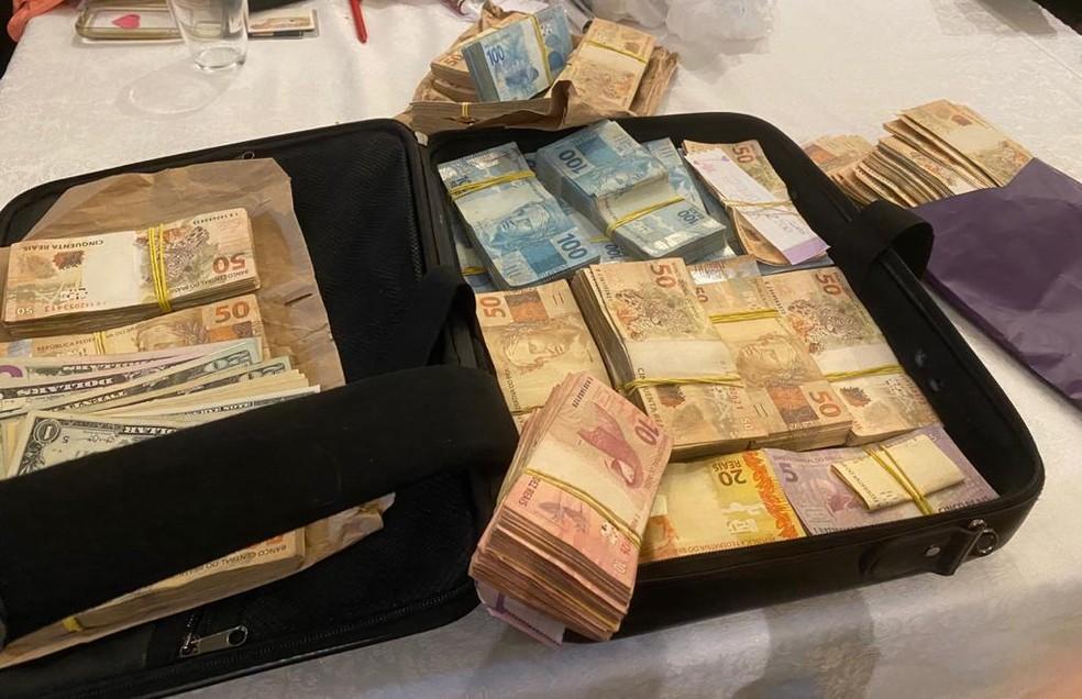 Operação Alto Escalão apreende mala de dinheiro na casa de investigados  — Foto: MPDFT/Divulgação
