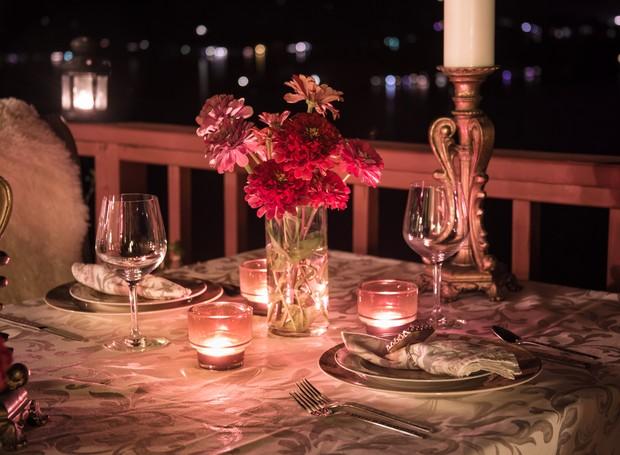 cd03367dd1 Jantar romântico (Foto  Thinkstock)