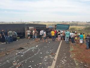 Acidente deixa cerca de 20 feridos, diz polícia (Foto: Divulgação Polícia Civil/MS)