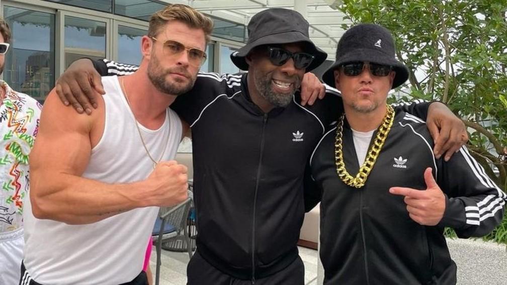Chris Hemsworth, Idris Elba e Matt Damon, estrelas do filme 'Thor', em uma festa em Sydney — Foto: Reprodução/Instagram/Chris Hemsworth