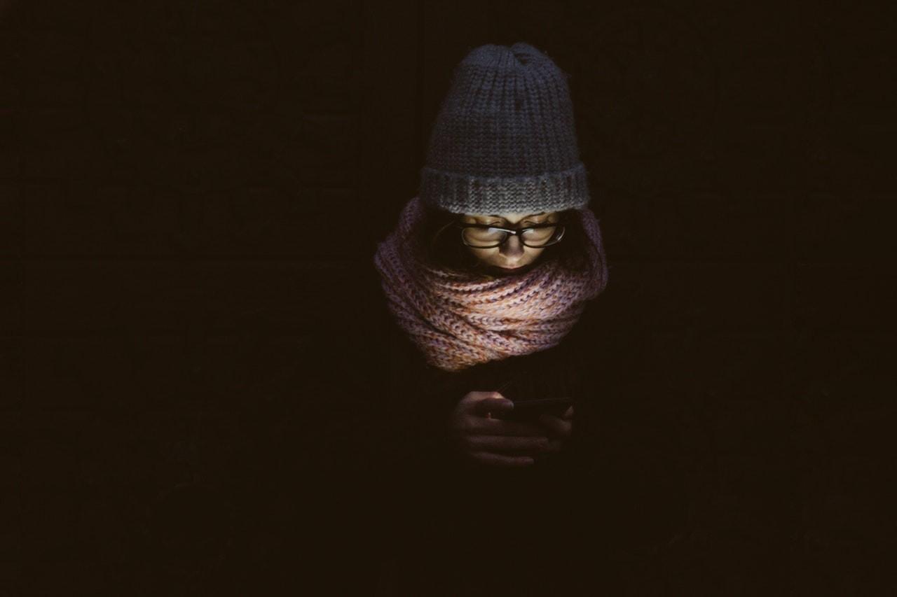 celular; solidão; escuro (Foto: Pexels)