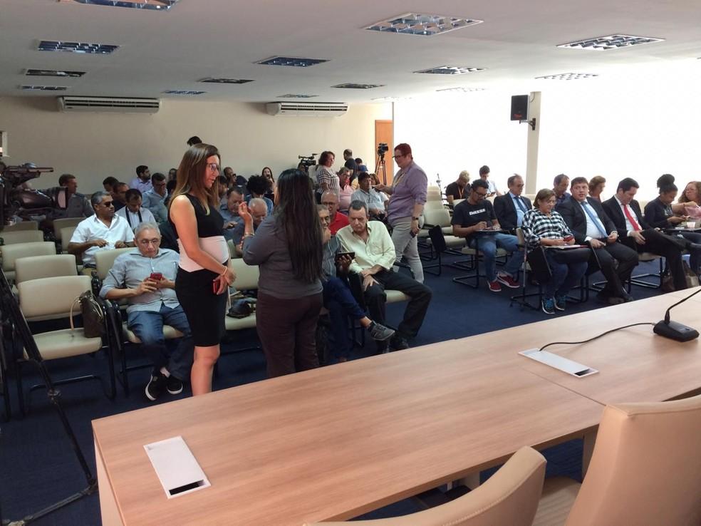 Servidores do Rio Grande do Norte, durante reunião com o governo na segunda-feira (7) — Foto: Dioclécio Neto/Inter TV Cabugi