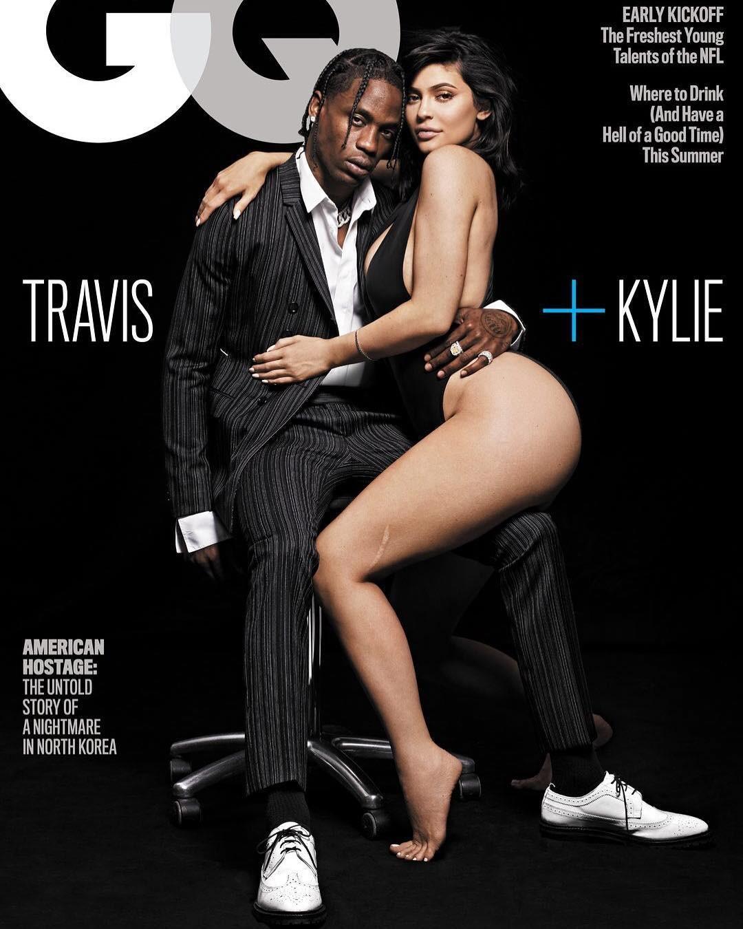 Travis Scott e Kylie Jenner na capa da GQ americana (Foto: GQ)