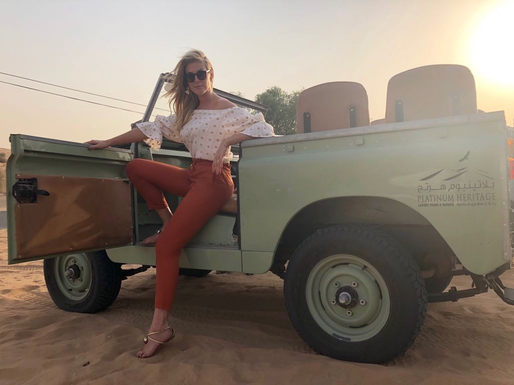 Ana Hickmann em um jeep da década de 50 (Foto: Reprodução/Instagram)