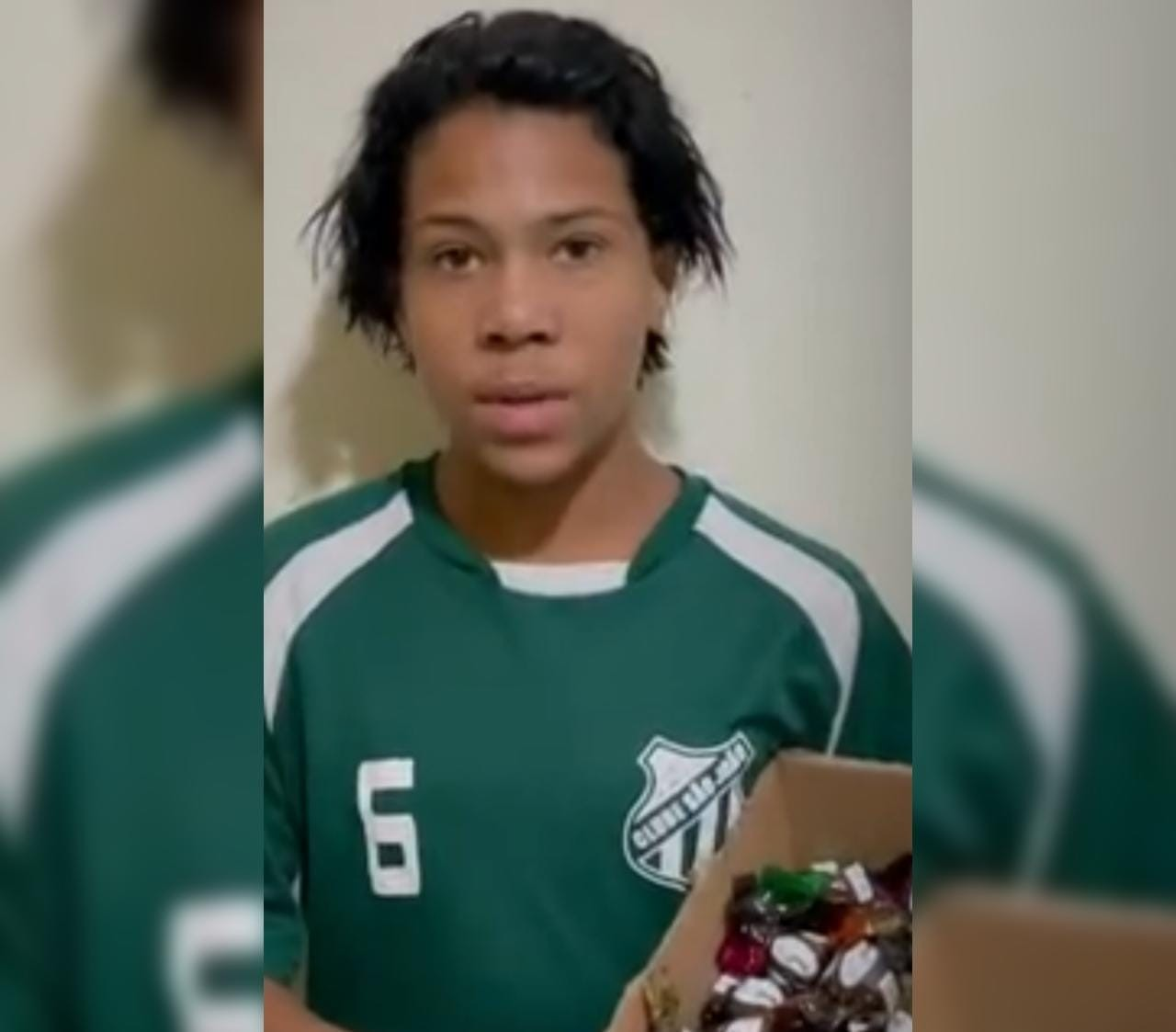 Menino que perdeu trufas ao receber nota falsa de R$ 100 ganha estágio em fábrica de chocolates: 'Grande oportunidade', diz mãe