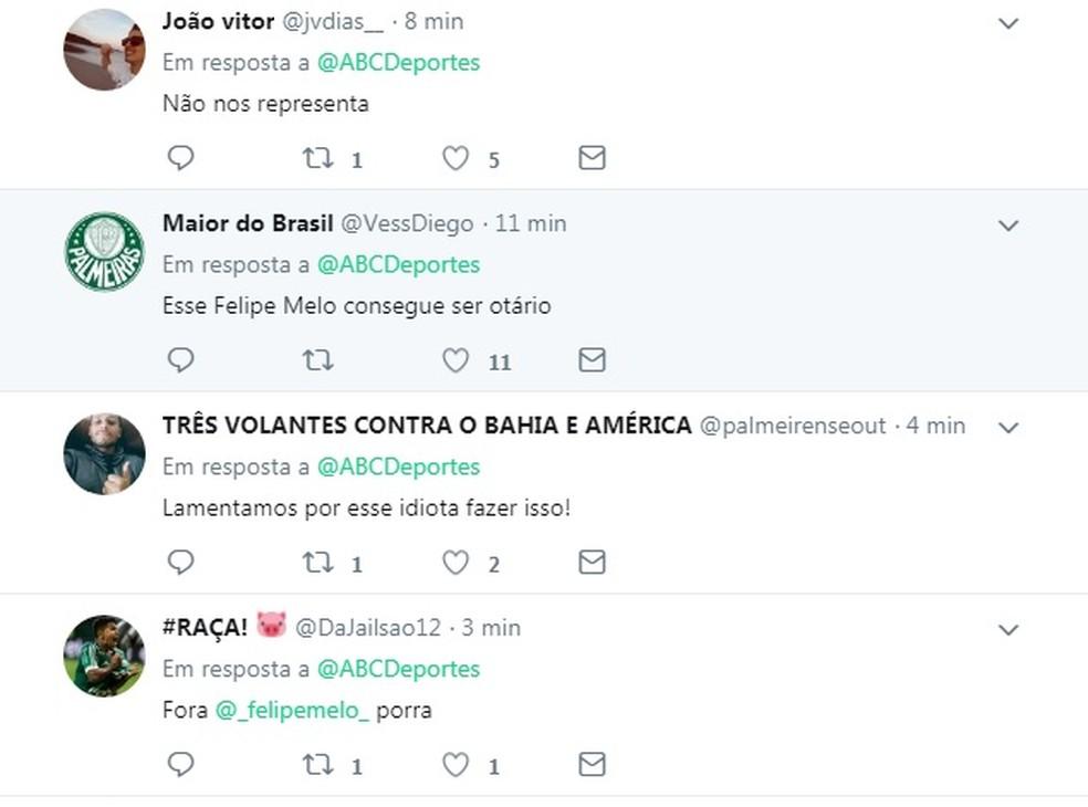 Em post de site paraguaio no Twitter, torcedores condenam Felipe Melo por gesto obsceno para a torcida do Cerro (Foto: Reprodução)