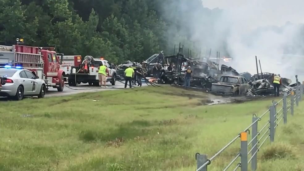 Acidente no Alabama com 18 carros — Foto: Ricky Scott/Reuters