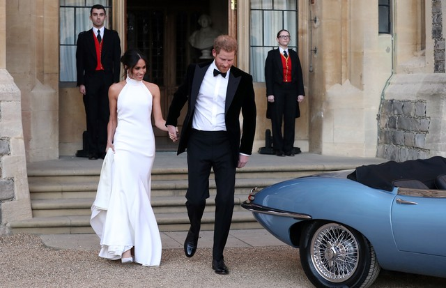 WINDSOR, UNITED KINGDOM - MAY 19: Duchess of Sussex and Prince Harry, Duke of Sussex leave Windsor Castle after their wedding to attend an evening reception at Frogmore House, hosted by the Prince of Wales on May 19, 2018 in Windsor, England. (Photo by St (Foto: Getty Images)
