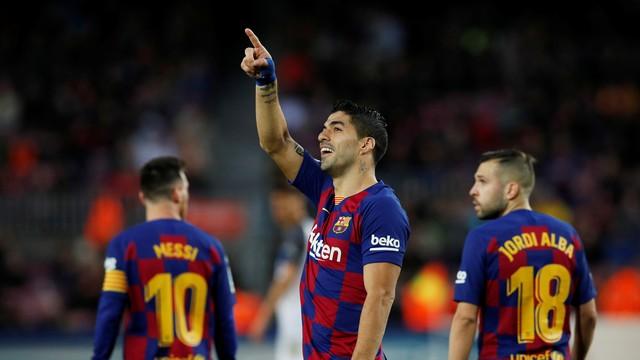 Suárez comemora gol do Barcelona contra o Alavés
