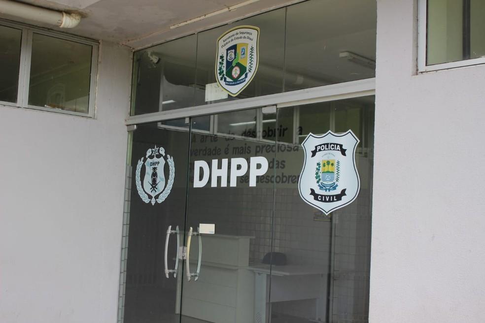 DHPP investiga o caso em Teresina.  — Foto: Lorena Linhares/G1
