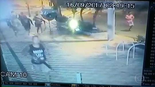 Vídeo mostra homens armados correndo em rua de Copacabana