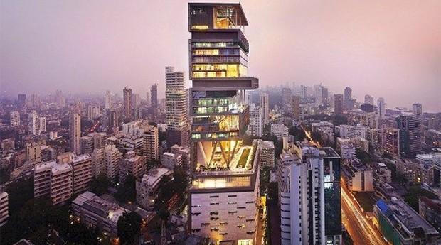 Visual da casa, que na verdade é um prédio, é futurista (Foto: Divulgação )