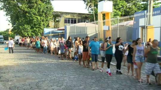 Casos de febre amarela fazem população formar fila na madrugada em busca de vacina em postos do RJ
