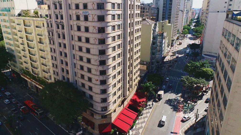 Edifício Independência, que é um prédio comercial com 15 andares, fica na esquina das Avenidas Ipiranga e São João — Foto: Profissão Repórter