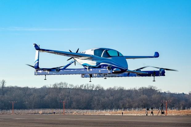 Carro voador da Boeing faz seu primeiro voo de teste