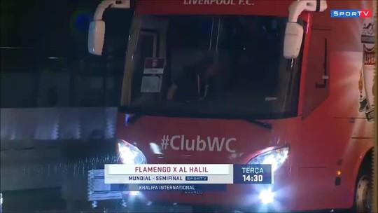 Liverpool desembarca em Doha e é recebido em hotel com festa de torcedores