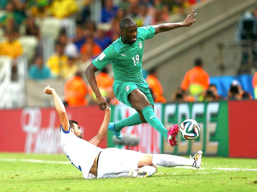 Yaya Toure em jogo da Costa do Marfim contra a Grécia — Foto: Agência Reuters