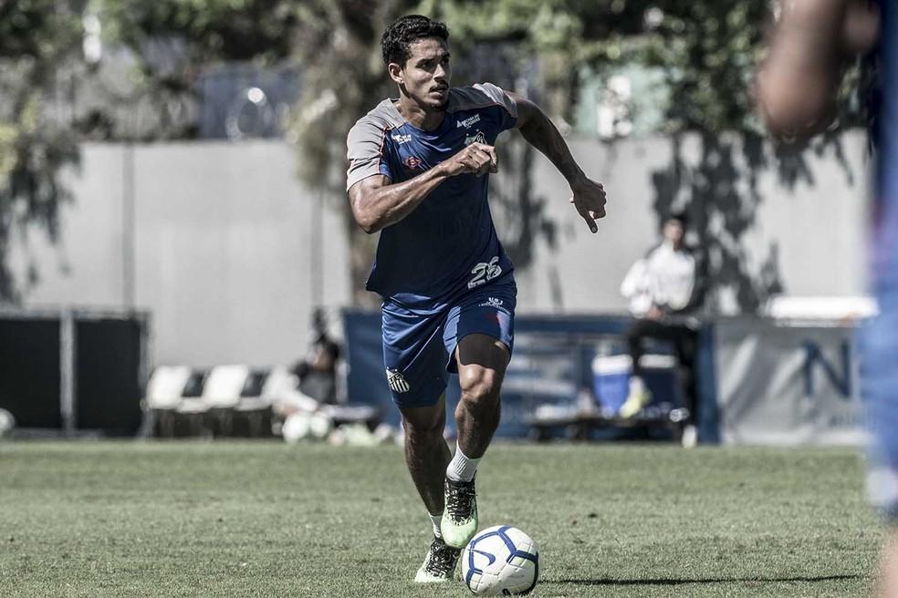 Lucas Veríssimo treina no Santos — Foto: Ivan Storti/Santos FC