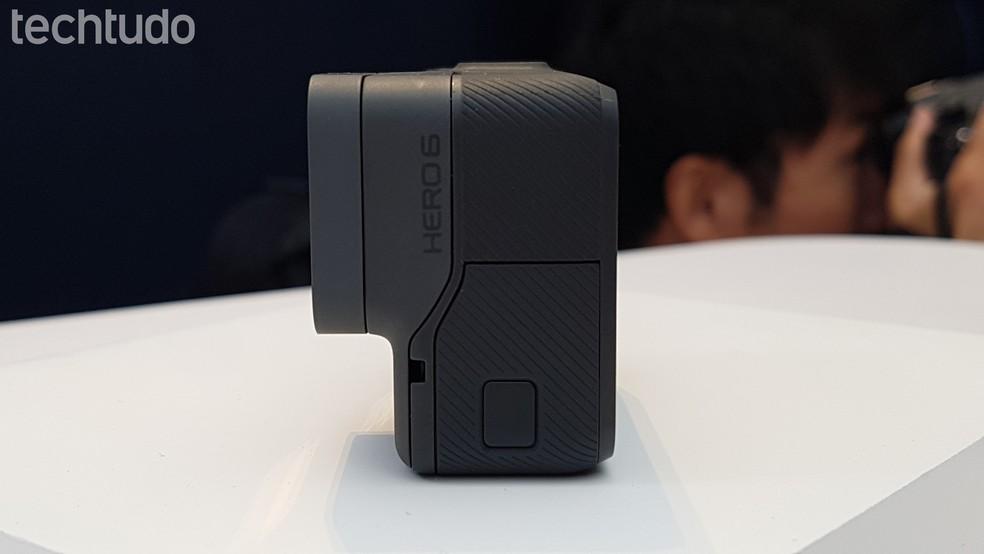 Nova GoPro Hero6 tem design parecido ao da sua antecessora (Foto: Viviane Werneck/TechTudo)