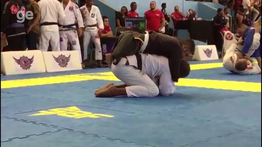 Xô, preconceito! Atletas com deficiência mostram desenvoltura no jiu-jítsu