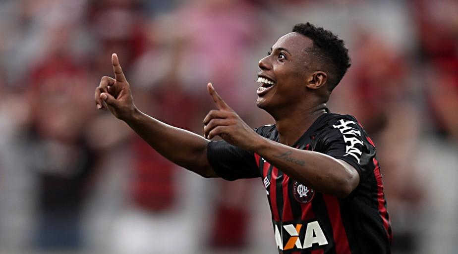 ... Seis jogadores disputam duas vagas na lista do Atlético-PR para a  Sul-Americana. Albari Rosa Gazeta ... d79e411cad9ba